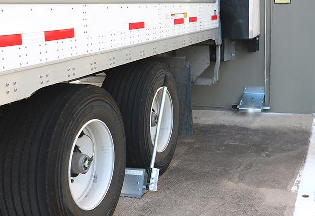 Trailer Wheel Chocks >> Versachock Wireless Wheel Chock Trailer Restraint Serco